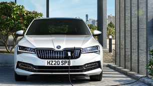 superb-iv-electrifies-what-car?-judges-to-scoop-2020-hybrid-estate-of-the-year-title
